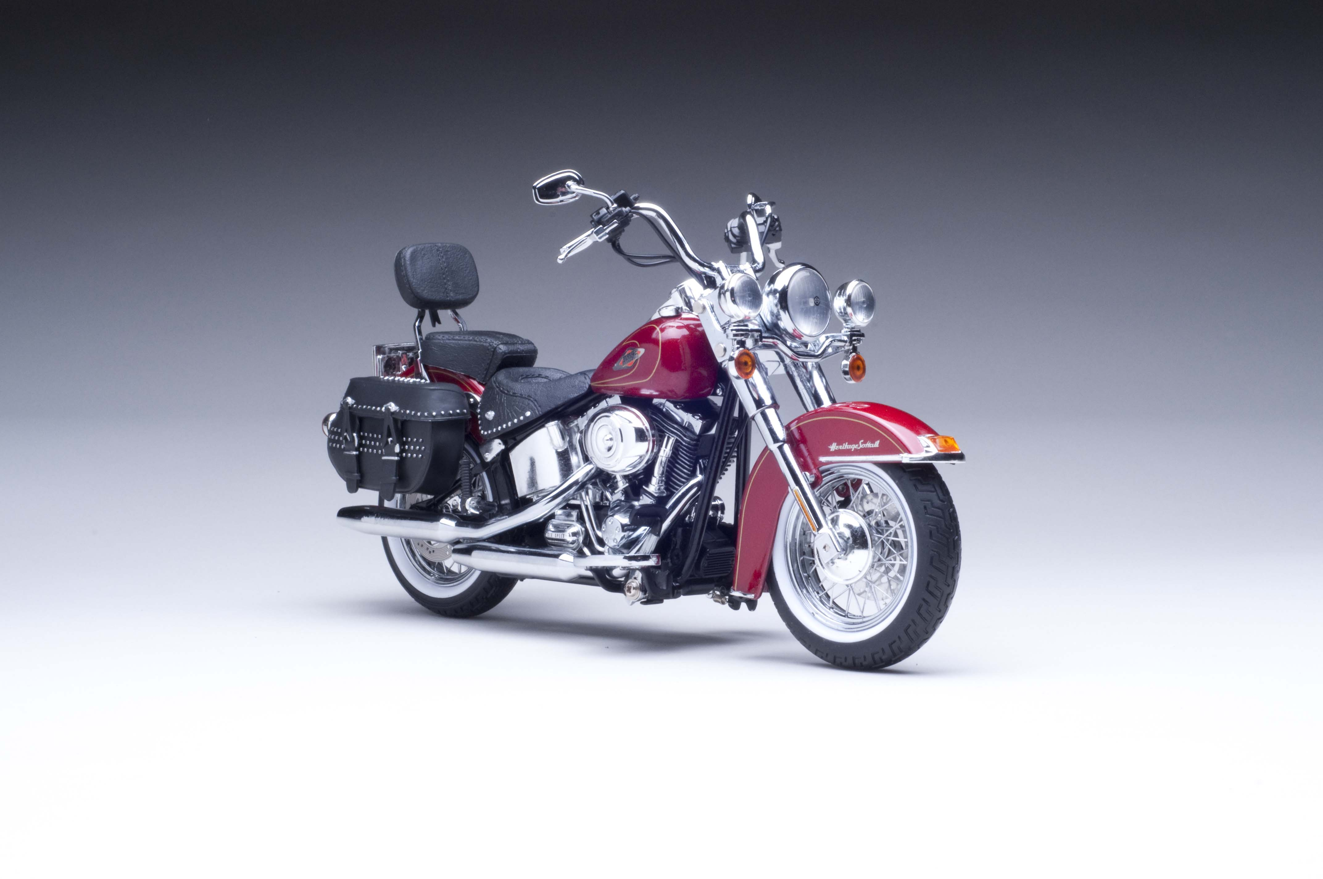 2010 H-D® FLSTC Heritage Softail Classic®Red Hot